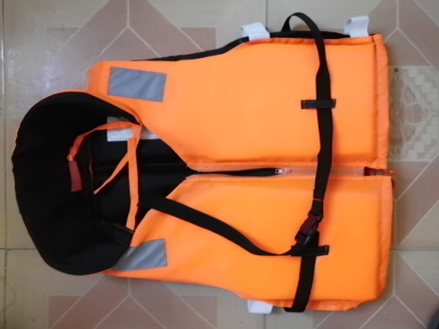 Professional carry a whistle whisted life vest belt cord lock adult life vest snorkeling life vest(China (Mainland))