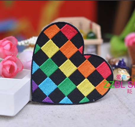 FREE SHIPPING---design colorfull heart shaped Embroidered patches with glue, iron-on /sew-on girls cloth garment for shoes bags(China (Mainland))