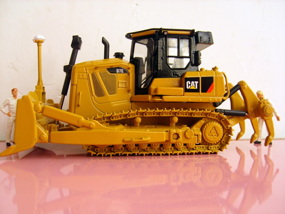1:50 N-55224 Cat D7E Track-Type Tractor toy(China (Mainland))
