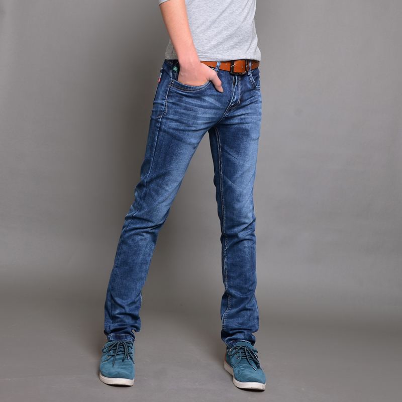 Alternatives To Men's Skinny Jeans If you were to ask me, I'd focus on choosing the right jeans for your body type – and rule out any form of skinny jeans as an option. You want to feel fully comfortable in your trousers while leaving something to the imagination.