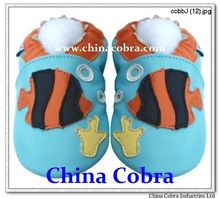 free shipping baby shoes genuine leather(China (Mainland))