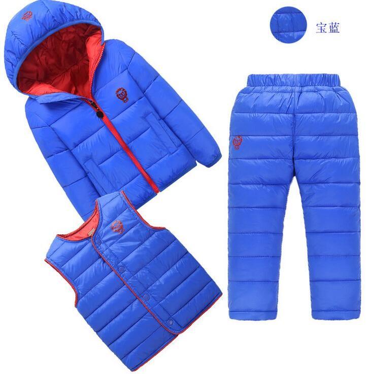 Скидки на ГОРЯЧАЯ Качества пуховик костюм дети зимой Вниз куртка + жилет, брюки 2-8 лет дети пальто