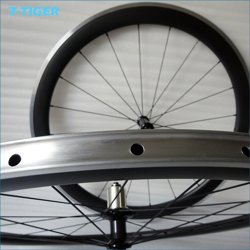 700c Aluminum Bicycle Wheelsets Carbon Clincher Wheel Alloy Bike Wheel 50mm high 23mm width with alloy braking surface(China (Mainland))