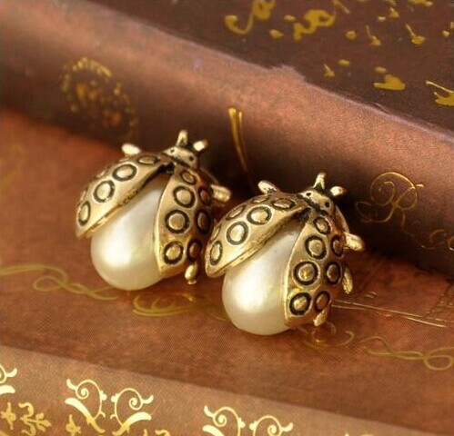 Vintage Style Insect Shape Pearl Earrings Women Ear Stud Fashion Jewelry Vintage Wind Retro Punk Brincos Female(China (Mainland))