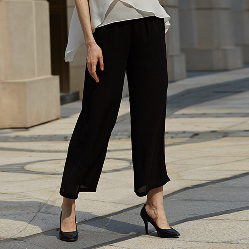 Discover an amazing selection of women's clothing from Lee. Visit today for effortlessly stylish fashion apparel including jeans, tops, capris, and pants.