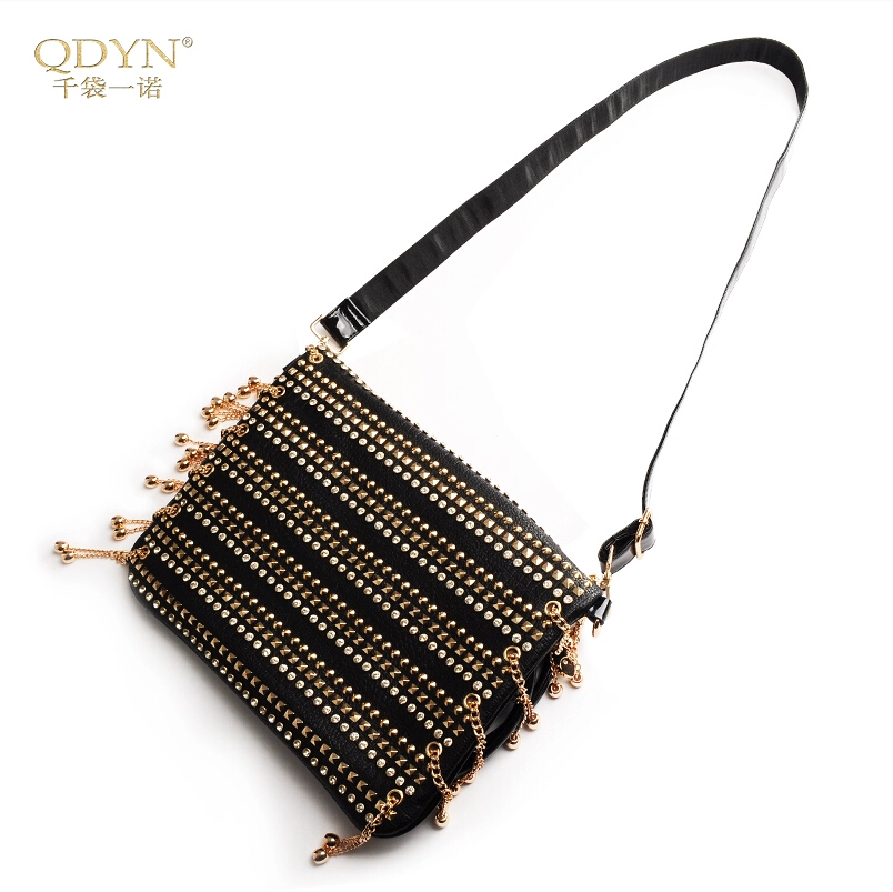 Original fashion chain rivet diamond handbag Shoulder diagonal package