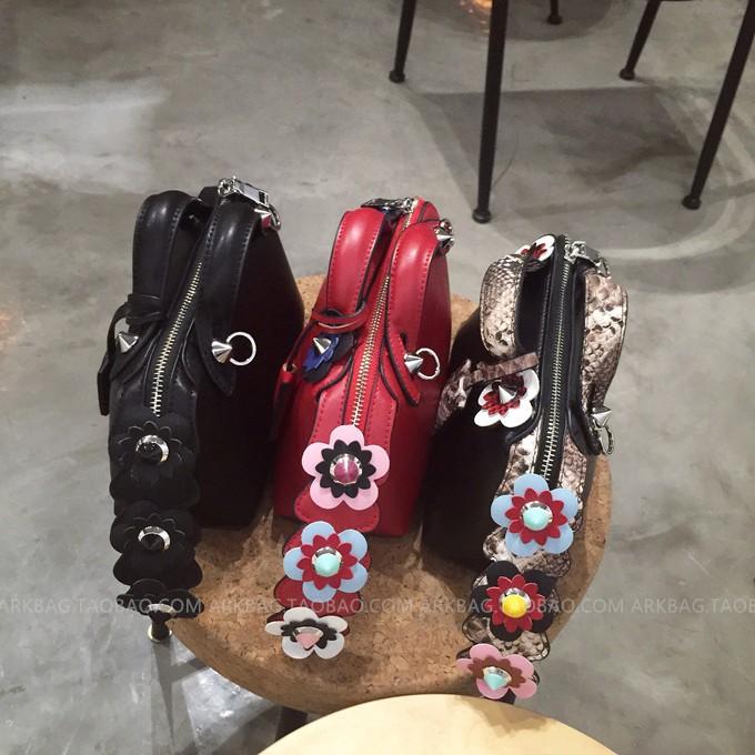 ซื้อ ใหม่ที่มีคุณภาพดีแฟชั่นrivetสะกดสีดอกไม้งูแบบpuหนังมินิผู้หญิงกระเป๋าสะพายกระเป๋ากระเป๋าmessenger