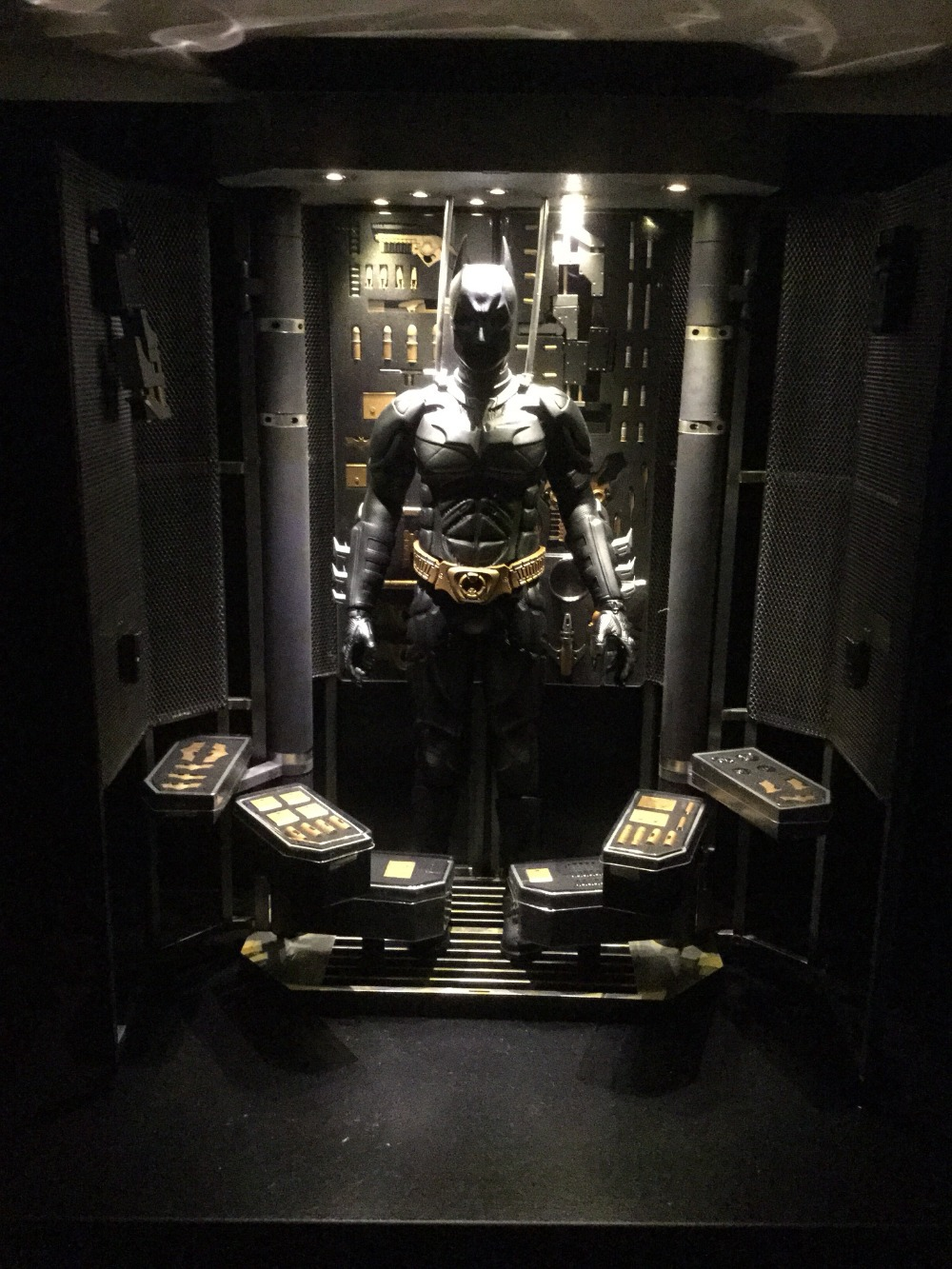 NEW 1/6 Batman arsenal, Weapon armor LED Storage cabinets model The Dark Knight 1:6 Batman action figure collection toy(China (Mainland))