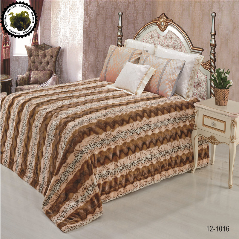 Фотография Hot Sale High Quality Faux-Fur-Blanket 220*240cm Moscow Fast Free Shipping Faced Travel Flannel Home Textile Warm Bedspread