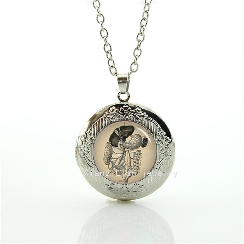 Independent original design 1902 Vintage Human Anatomy, Lungs Heart Organs, Bone Doctor locket necklace T706(China (Mainland))