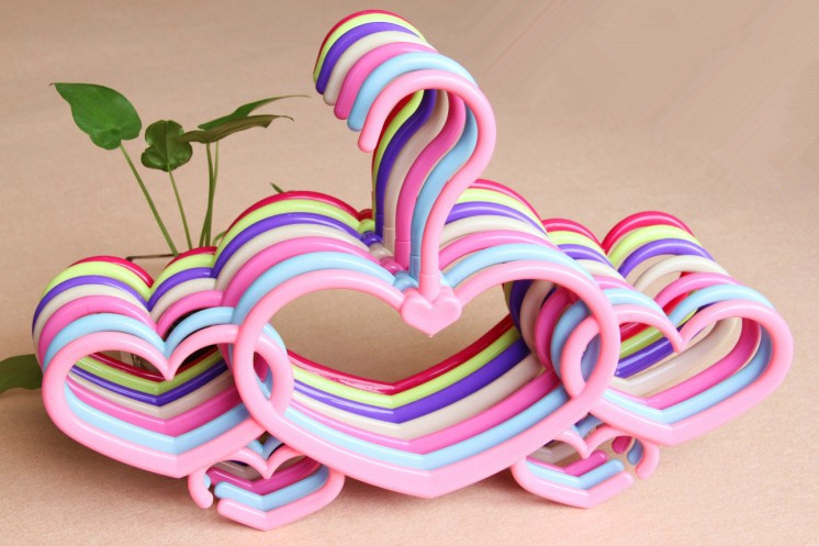 [Free shipping] Colorful Plastic Heart Shaped Hanger for Underwear,Scarf (20 Pieces/ Lot)(China (Mainland))