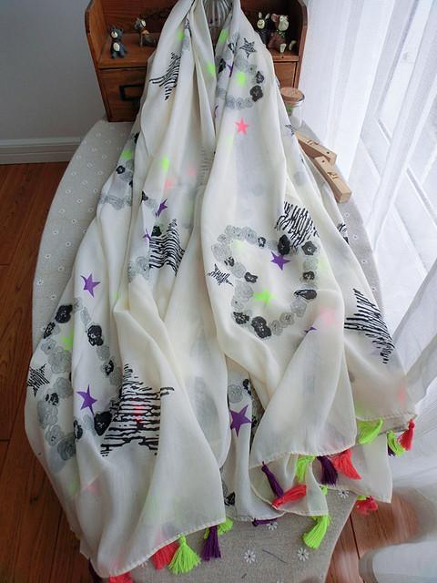 Бесплатная доставка граффити любовь звезда бахромой хлопок шарф флуоресцентные цвета обнаженная цвет шарф платок женский солнцезащитные шарфы