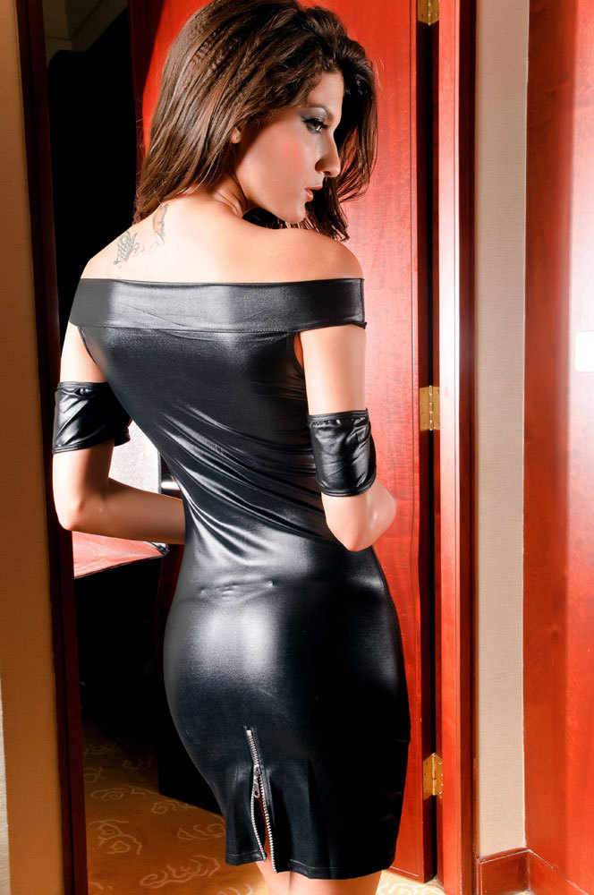 shiny-leather-sexy-tight-outfits videos - XVIDEOSCOM