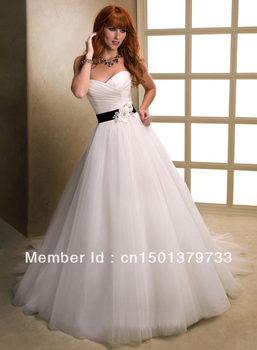 Simple sweetheart appliqued ruched free shipping 2013 wholesale custom-made ball gown bridal dress  L-W11