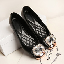 With a sweet metal head diamond shoes 6688