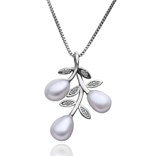 PLP008 outside surface covered with silver inlaid Austrian crystal type of retail and wholesale pearl pendant necklace(China (Mainland))