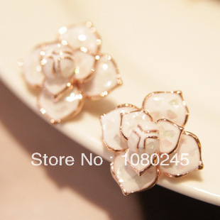 The new camellia earrings big earrings jewelry genuine high quality elegant mother of pearl face(China (Mainland))