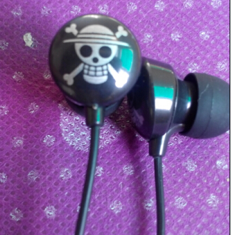 One Piece anime 3.5 mm earbuds game in ear headphones mp3 mp4 player sport cute skull Earphones Phone headset(China (Mainland))