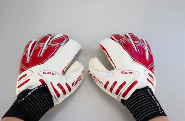 Fashion 2015 goal keeper gloves with latex professional goalkeeper gloves size 8# 9# 10# white to trainning(China (Mainland))