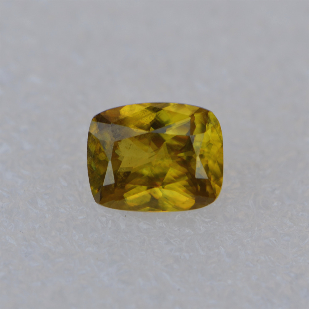 fine jewelry 3.950ct 10.6x8.5mm natural VS class sphene titanite pictite spinelline loose goods(China (Mainland))