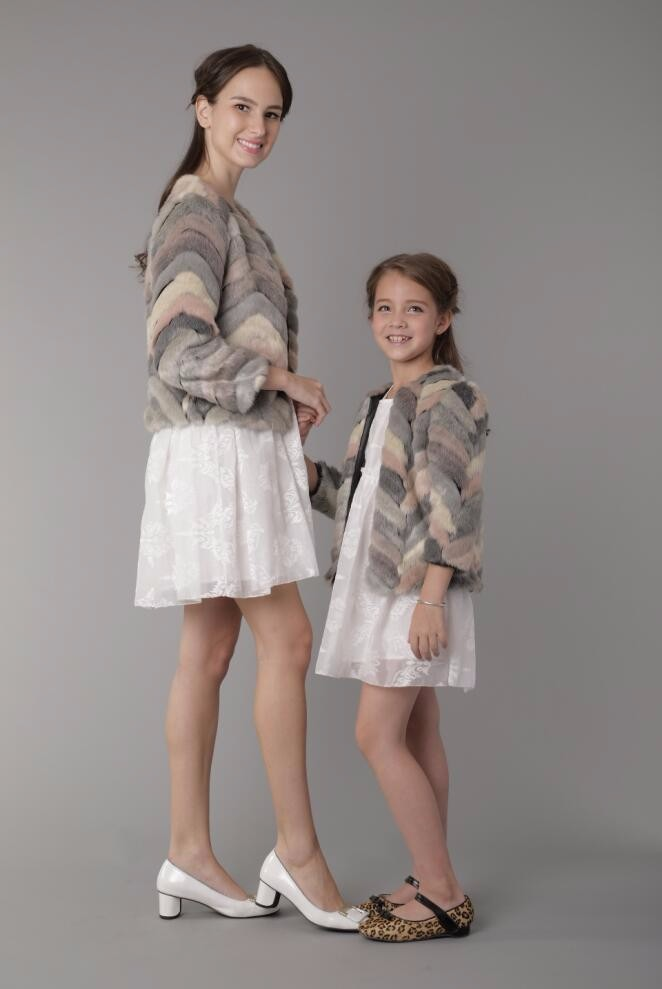Скидки на Зимой семья соответствующие наряды мать дочь одежда из искусственного меха пальто дети родитель ребенок наряды куртка PL150125