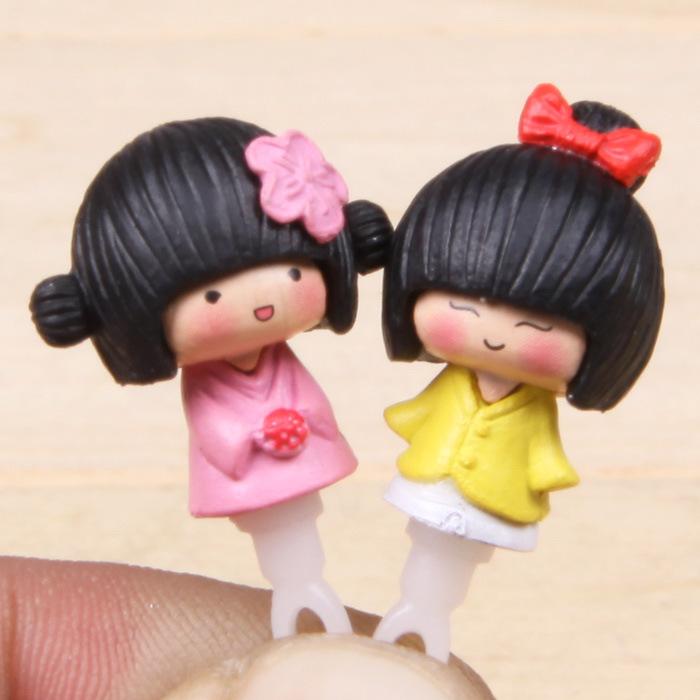 Hot sale 3cm 1pcs Random Teenage Couple 3.5mm Universal Mobile Dust Plug Decoration Ornament Free Shipping(China (Mainland))