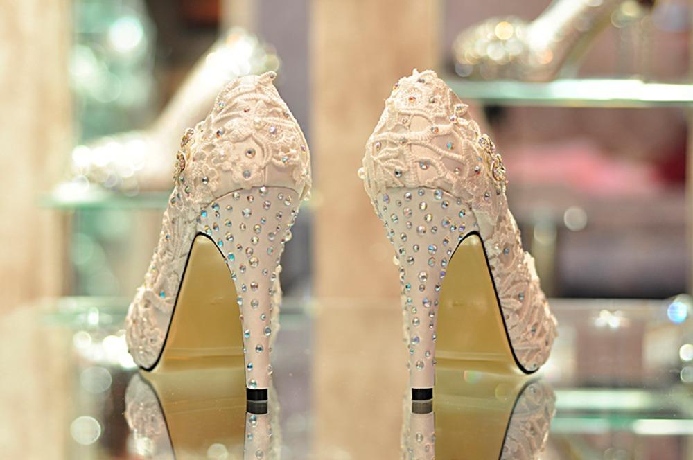 Paris diamond lace flower shoes white satin wedding shoes senior bride dress shoes wedding shoes(China (Mainland))