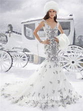 V-Neck Appliques Lace Wedding Dresses 2015 Plus Size Black and White Sexy Illusion Back Mermaid Bridal Gowns Y21507(China (Mainland))
