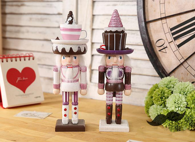 Nutcraker soldier shiny print H25cm Christmas wooden craft