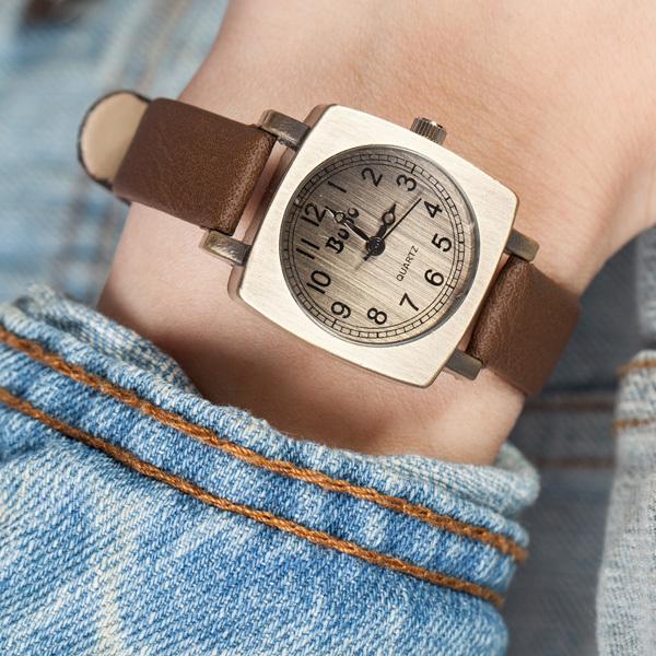 New Fashion Students Women Men Korean vintage Square Wrist Neutral Wrist Watch L05400