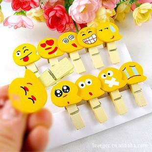 JZ043 50Pcs/Lot laugh smile shape Wooden peg clips photo memo Paper scrapbook DIY home decoration craft emoticon pegs(China (Mainland))