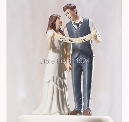 We did ! Free shipping Wedding Couple Figurine resin wedding cake topper resin carft for wedding decoration(China (Mainland))