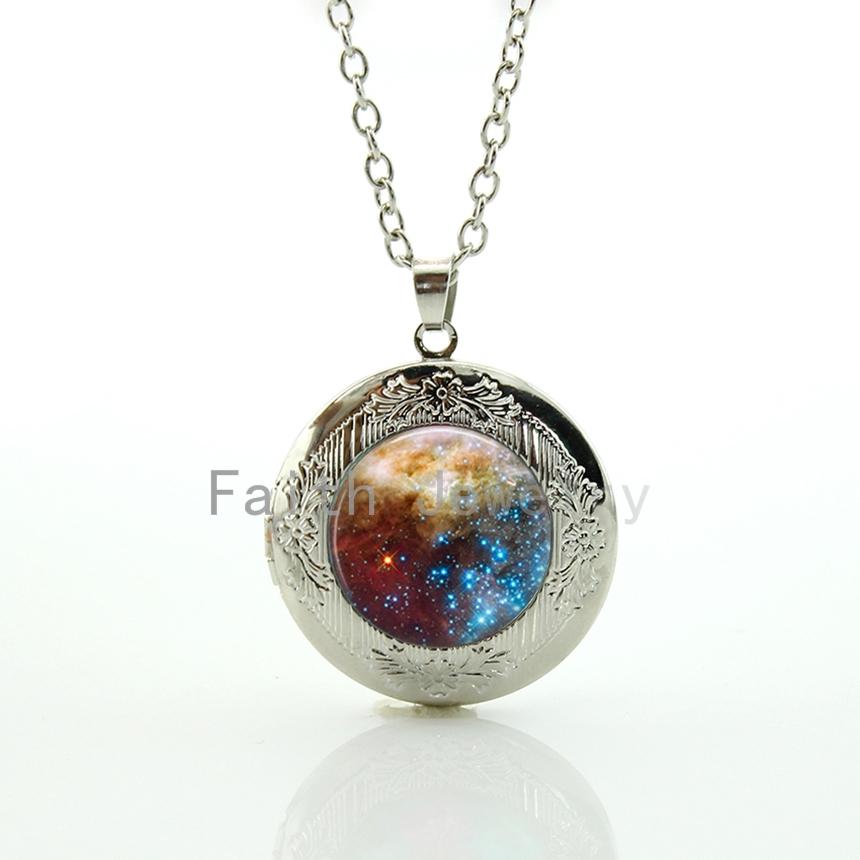Novelty funny outer space Nebulae pendant romantic galaxy nebula star image locket necklace fantasy starlit night jewelry HH282(China (Mainland))