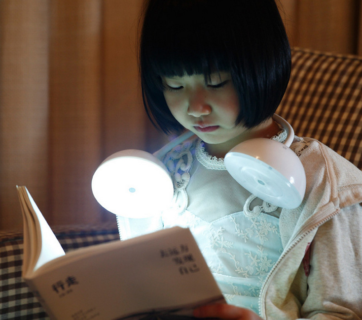 Creative LED changeable headphone charging lamp children's learning eye lamp touch-sensitive bedside lamps(China (Mainland))