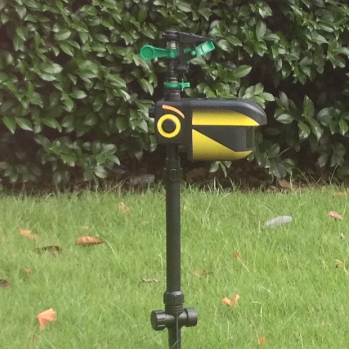 2015 HOT SALE Home & garden Scarecrow Motion-activated Animal watering Repeller(China (Mainland))