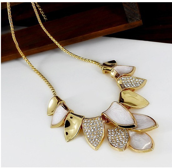 Shiny female short paragraph clavicle chain exaggerated leaf (crystal, metal, CZ diamond) necklace jewelry(China (Mainland))