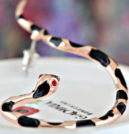 Snake Earring Cute Earrings Personalized Jewelry Korean Earring Ear Hook Python Bat LM-C104(China (Mainland))