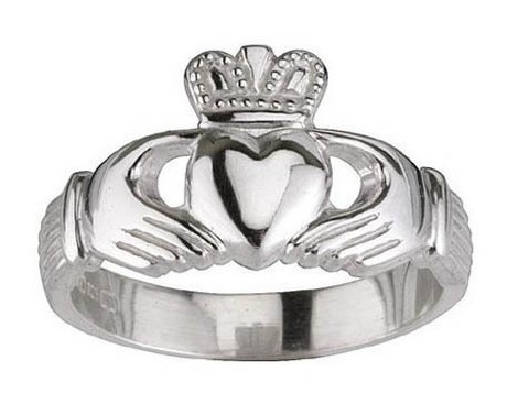 Free ship[ping Claddagh Ring Characteristic Engagement Ring High Quality Fashion jewelry hot sale new design(China (Mainland))