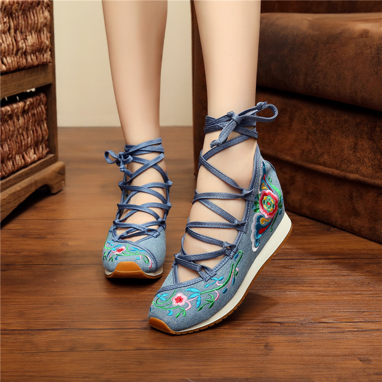 Chinese women Embroidery shoes Tourism embroidered Floral girl single soft walking sport dance casual shoes size 35-40(China (Mainland))