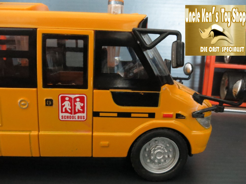 22Cm length Diecast metal American school bus model, toys for children with openable door/music/light/pull back function as gift(China (Mainland))