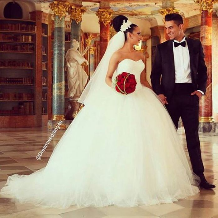 Ball Gown Wedding Dresses Long Trains : Vestidos de noiva ivory tulle ball gown wedding dresses