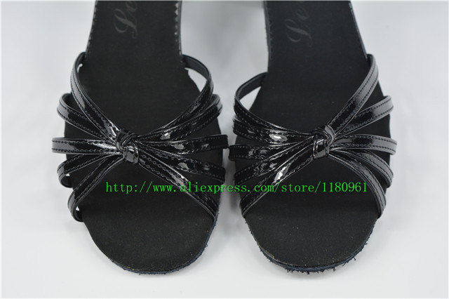 Manufacturers selling women's Latin dancing shoes black PU order wholesale antiskid CL05 soft-soled shoes dancing shoes