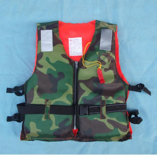 Qualified Camouflage adult life jacket Professional Marine waterproof work life jackets with reflective stripe and whistle.(China (Mainland))