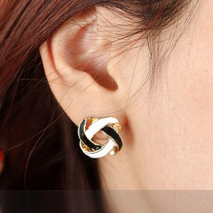 Korean jewelry retro fashion minimalist black and white interior gilt openwork weave earrings  Free shipping<br><br>Aliexpress