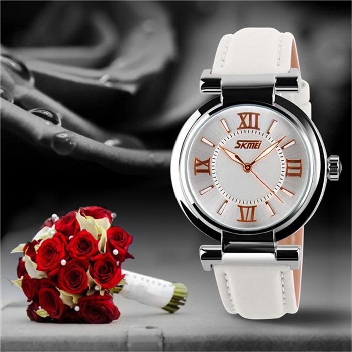 Работы по контракту дамы fashion часы последние с ночная водостойкой кожаный часы женщины дамы кварцевые часы
