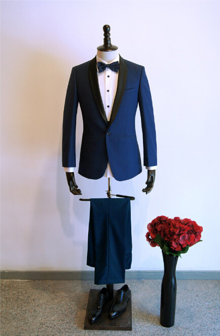 White jacket black lapel: multiformo.tk is an online attire store offering best quality white jacket black lapel, Tuxedos, Shawl collar tuxedos, Mens tuxedo suits, Mens suits, Zoot suits. The quality of fabric is high and is available in diverse range of colors.