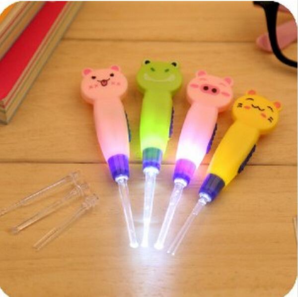 2015 New 1 Piece Ear Cleaner Animals Luminous Earwax Spoon Clean Flashlight Earpick Handle