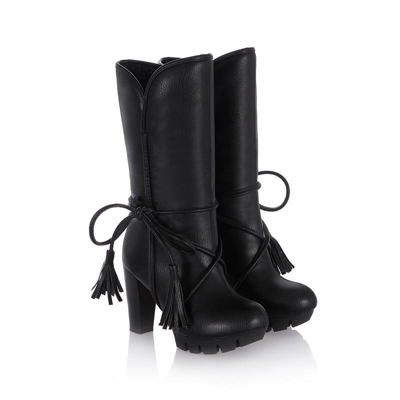 Сапоги черные зимние со шнуровкой и высоким каблуком. фото