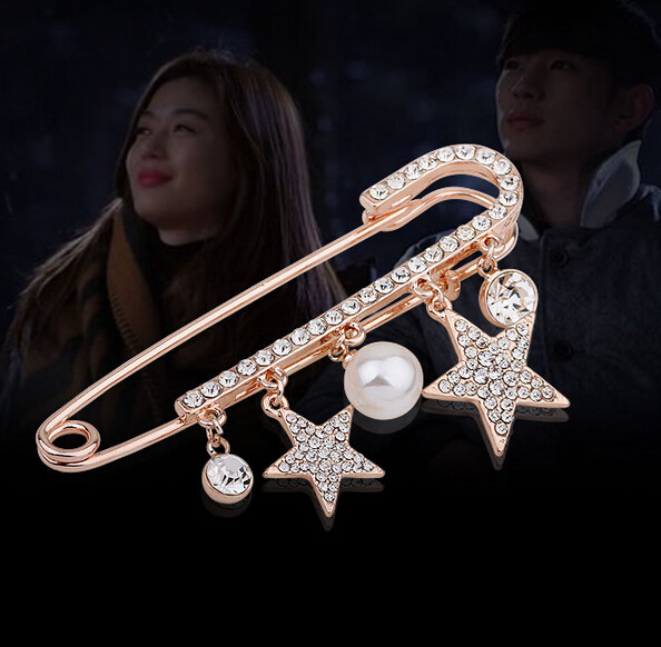 Korean Star Style TV Drama Simulated Pearl Sparking Rhinestone Five Star Sweater Scarf Jewelry Brooch X229(China (Mainland))