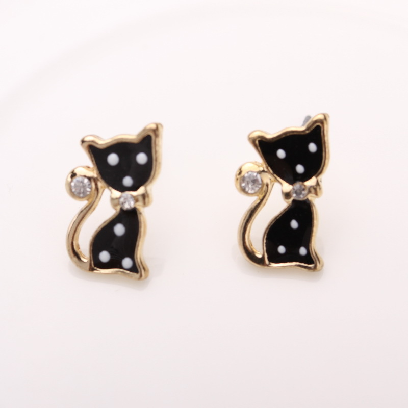 2 Pair/ lot New Fashion Wind Retro Punk Temperament Punk cat and hello kitty Earrings for women hot Stud Earrings(China (Mainland))
